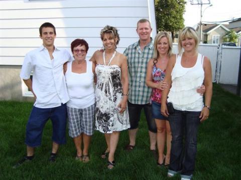 Marco, Jacqueline,  Mylène,  Jocelyn,  Isabelle et Jackel le 6 août 2011 chez Jocelyn.