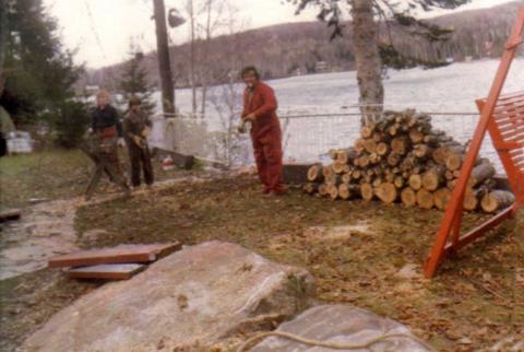 Jocelyn, Marco et Yvon au travail, au chalet.