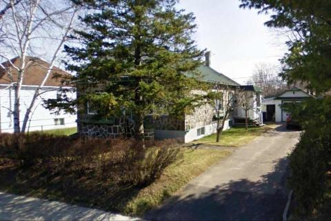 Une vue latérale de sa maison. Il payait une taxe fonciaire de 25.00$ en 1950.