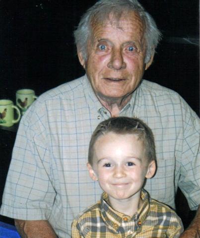 Yvon à 78 ans avec Rémi le fils de Christian Blier et d'Isabelle, la fille de Jacqueline.