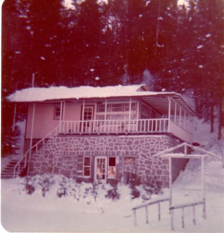 Mon chalet en décembre 1974. J'étais le deuxième voisin de Yvon.