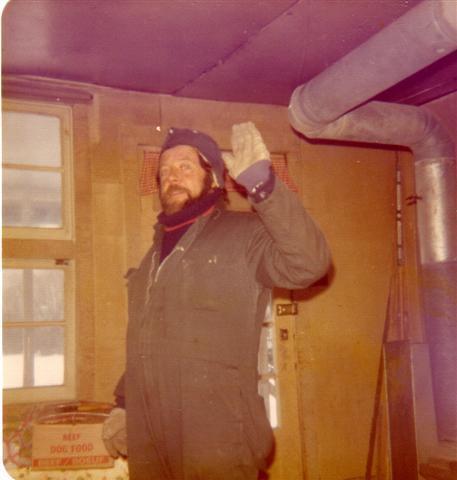 Yvon à mon chalet en janvier 1976.
