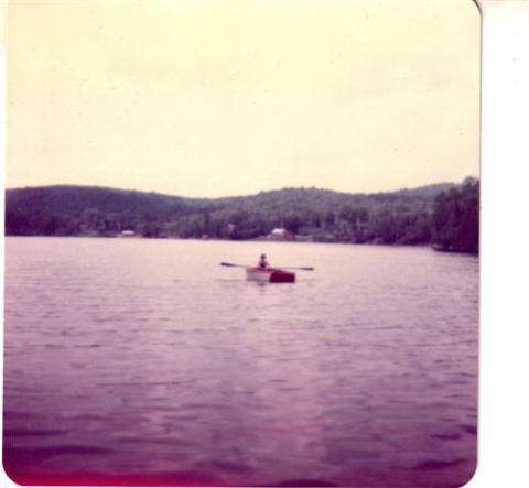 Mon frère Yves en chaloupe sur le lac Clair en juillet 1974.