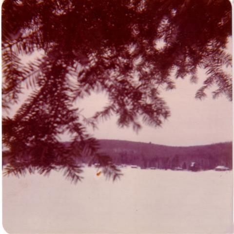 Prise de vue du Lac Clair de la galerie de mon chalet en décembre 1974.