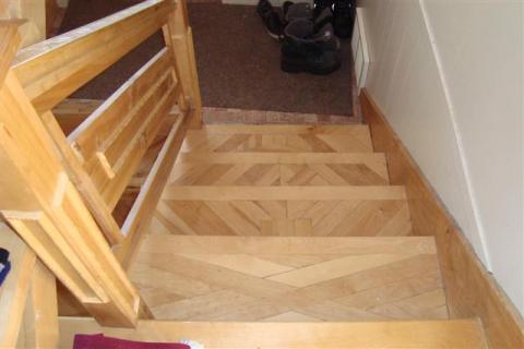 Marches fabriquées avec du bois de palette.