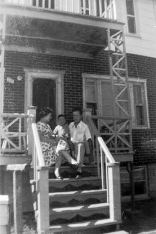 Yvon, Solange et Mario au Cap-de-la-Madeleine.
