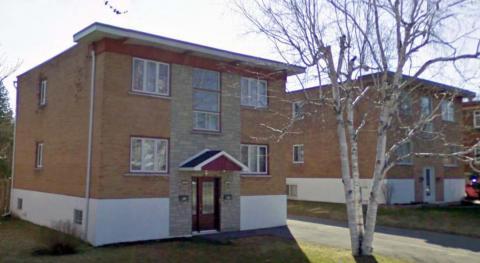 Yvon a été un des grands bâtisseur à Ste-Rose. On aperçoit ici deux duplex sur trois qu'il a construit située sur la rue Legault à Ste-Rose, Laval.